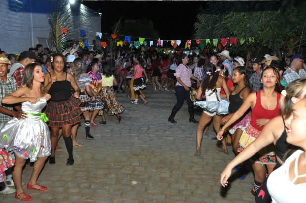 OPIPOCO mostra como foi a Segunda noite do festival de quadrilhas em Monteiro. Confira Imagens 11
