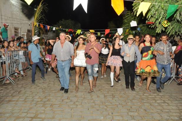 OPIPOCO mostra como foi a Segunda noite do festival de quadrilhas em Monteiro. Confira Imagens 22