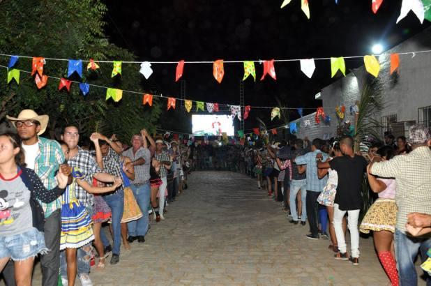 OPIPOCO mostra como foi a Segunda noite do festival de quadrilhas em Monteiro. Confira Imagens 23