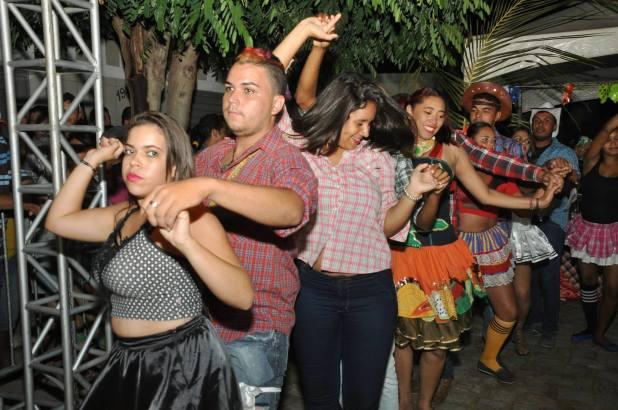 OPIPOCO mostra como foi a Segunda noite do festival de quadrilhas em Monteiro. Confira Imagens 27