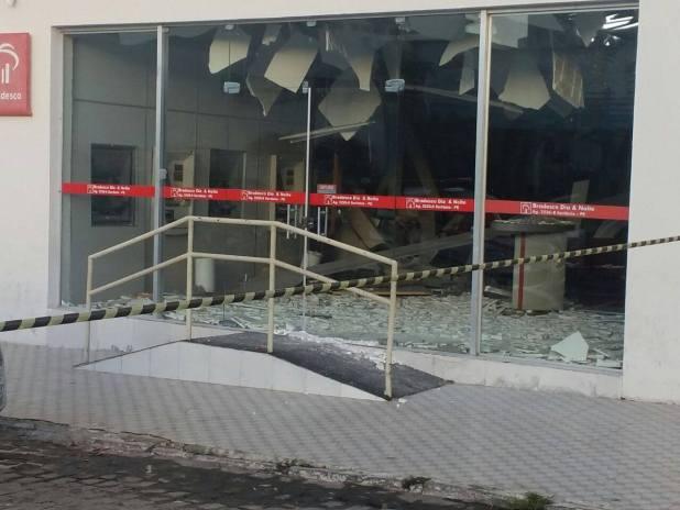 Exclusivo: Três suspeitos de explodirem caixa eletrônico em Sertânia são presos em Monteiro 3