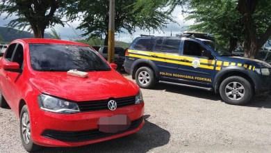 Trio é preso com drogas e carro roubado na BR-232 em Sertânia 2