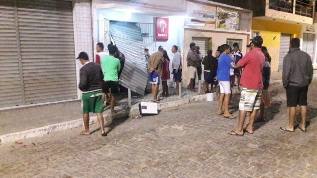 f352c0b1-3d91-44c9-9926-2c4d11c415e0 Bandidos explodem correspondente bancário em cidade do interior da PB
