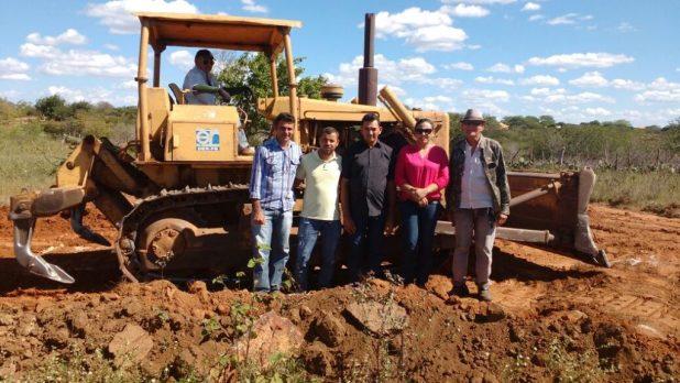 veeadores-de-amparo-pb-1024x576 Vereadores do Município de Amparo Acompanham início das Obras de Recuperação da Estrada que liga os municípios, AMPARO/SUMÉ.