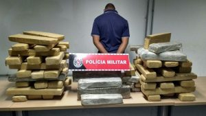 1bef234a-22cb-4e59-b98d-113f84bec103-300x169-1-300x169 Polícia Militar apreende mais de 100kg de drogas e prende 37 suspeitos
