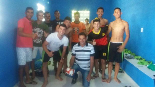 amaparo-pb-2-1024x576 Vereador Valdo Cacheado doa bolas de Futebol e Futsal aos jovens Amparenses.
