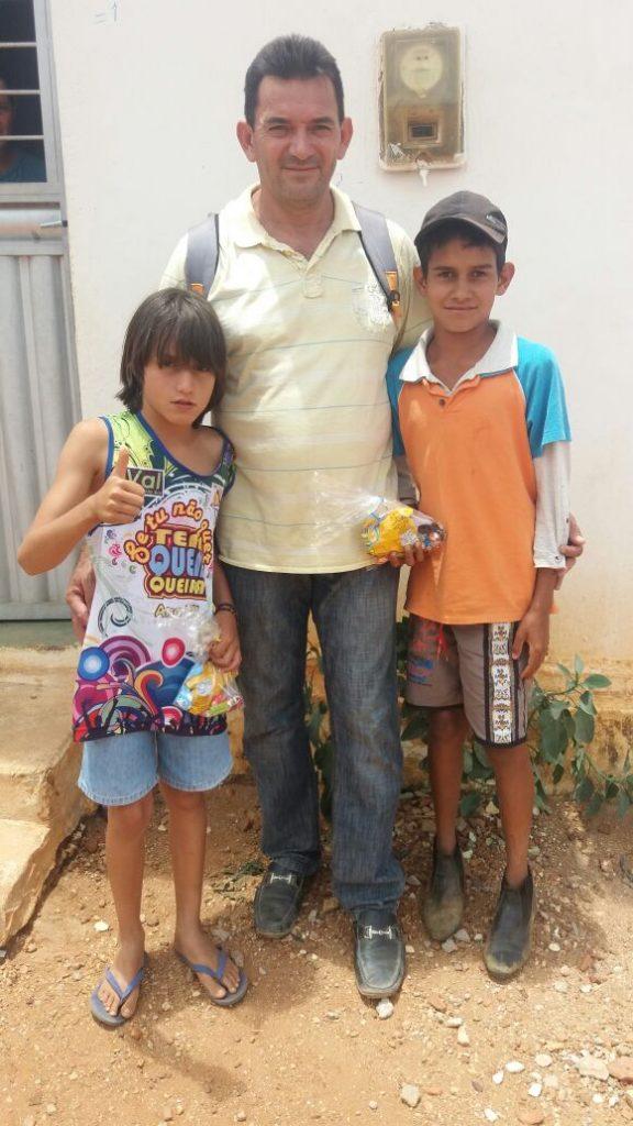 cc1bcba2-f829-43d4-9626-0e608875e387-576x1024 Em comemoração ao dia das crianças, Vereador VALDO CACHIADO distribuiu balas, pipocas, pirulitos, chocolates e lembrancinhas para as crianças em Amparo