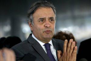 senador-aecio-neves-coletiva20170815_0002-300x200 Senado devolve mandato a Aécio Neves