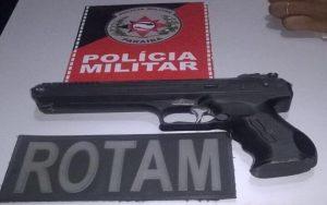 23897639_784884015045680_1438519905_n_800x500-300x188 Jovem é preso com arma de brinquedo em Monteiro.