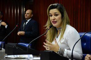 Deputada acusa Governo de descumprir autonomia dos Poderes no orçamento 6