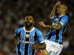 Grêmio-se-livra-de-trauma-argentino-e-conquista-o-tri-da-Libertadores-300x225 Talismã salva Grêmio na prorrogação e mantém sonho do bi