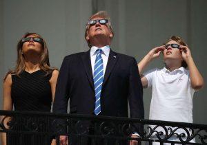 eclipseeuagetty6-300x211 Trump assina programa para levar homem à Lua e a Marte