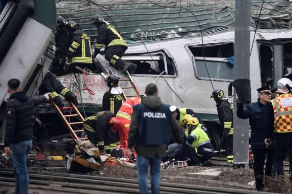 15168755985a69af4e17f0f_1516875598_3x2_md Trem descarrila no norte da Itália e deixa ao menos três mortos