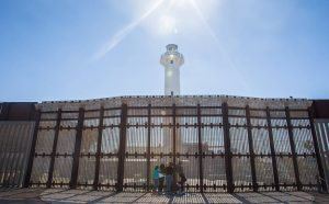 647851-970x600-1-300x186 Trump pede US$ 18 bilhões ao Congresso para construir muro