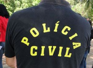 Policiais civis paralisam atividades e fazem passeata 3