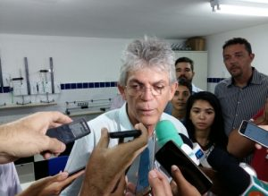 201802110257090000004186-1-300x219 Ricardo exalta Azevedo, mas pontua folha de serviços 'indiscutível' de Maranhão