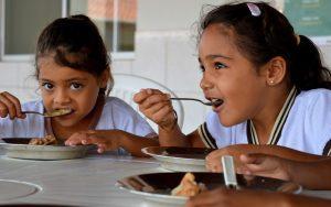 alunos_merenda-300x188 Mais de 5 mil alunos iniciam o ano letivo em 18 unidades educacionais em Monteiro
