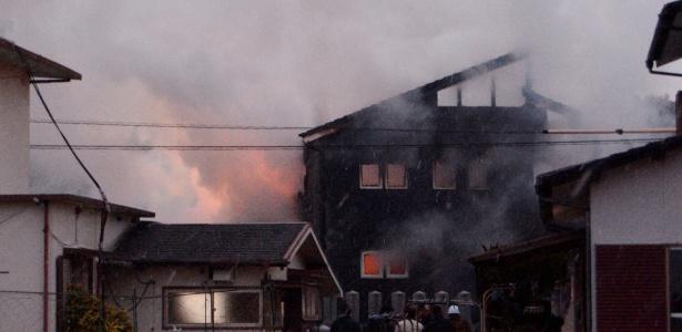 assa Helicóptero militar cai e incendeia uma casa no Japão