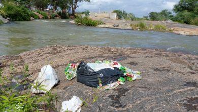 Banhistas põem em risco a preservação do Rio São Francisco em Monteiro. 4