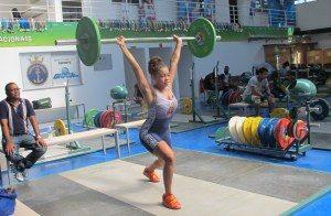 img_5702-300x196 Filha de Dudu Nobre é revelação no levantamento de peso