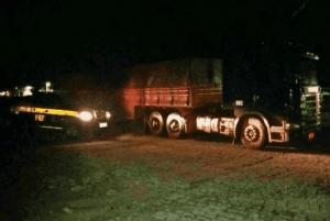 Carga-com-madeira-serrada-de-forma-irregular-é-apreendida-em-Sertânia-300x201 Carga com madeira serrada de forma irregular é apreendida em Sertânia