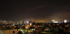 bombardeios-em-damasco-conduzidos-por-eua-reino-unido-e-franca-1523671016328_615x300-300x146 Trump lança ataque aéreo contra a Síria