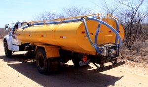 carro-pipa-300x176 Após chuvas, operação Carro-pipa é suspensa em 12 municípios do Cariri