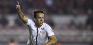 corinthians-sobre-o-independiente-300x146 Corinthians bate Independiente por 1 a 0 com gol mal anulado dos argentinos