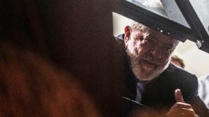 lula-janela-300x169 Ministro do STJ nega novo habeas corpus da defesa de Lula para evitar prisão, diz assessoria