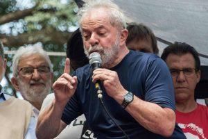 lula-preso-1-300x200 Em carta ao PT, Lula se diz feliz com a pesquisa e que quer sua liberdade