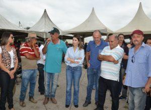 timthumb-5-300x218 Prefeita Anna Lorena participa de evento no Centro de Comercialização de Monteiro