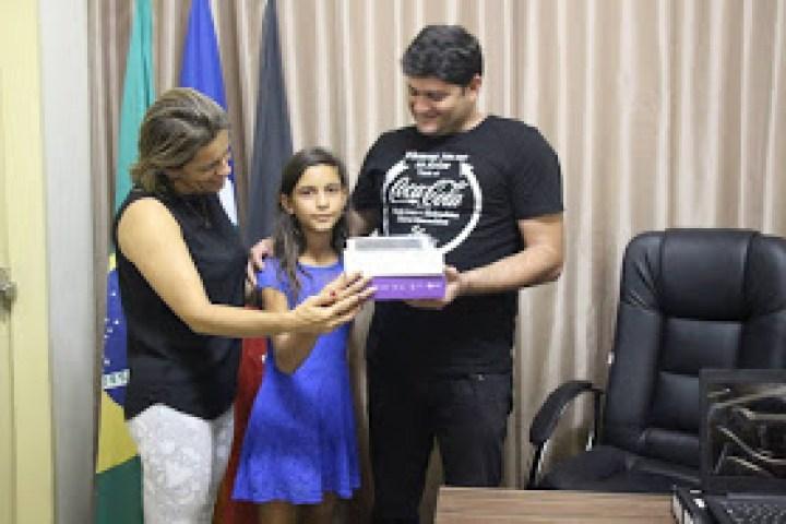 zabele-03 O Prefeito Dalyson Neves junto com o vice-prefeito Zé Cláudio, realizam entrega de dois veículos à Secretaria Municipal de Saúde.