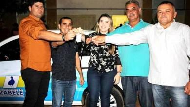 O Prefeito Dalyson Neves junto com o vice-prefeito Zé Cláudio, realizam entrega de dois veículos à Secretaria Municipal de Saúde. 23