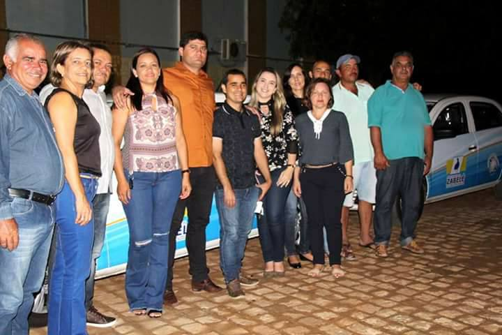 zabele O Prefeito Dalyson Neves junto com o vice-prefeito Zé Cláudio, realizam entrega de dois veículos à Secretaria Municipal de Saúde.