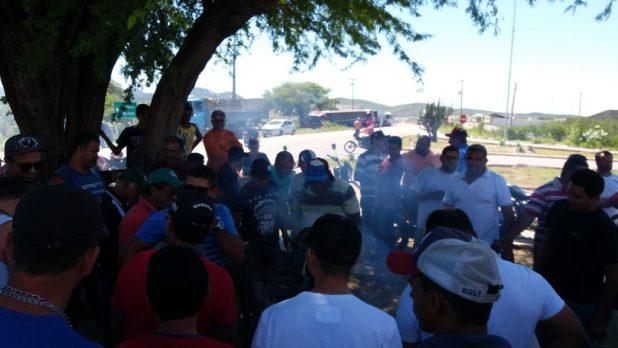 20180523_113529-1024x576 Em Monteiro: Caminhoneiros ocupam rodovias em protesto contra preço de combustíveis
