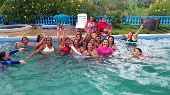 Dia-das-Mães-_-Escola-Benícia31 Lazer na piscina fez parte das comemorações ao Dia das Mães Escola