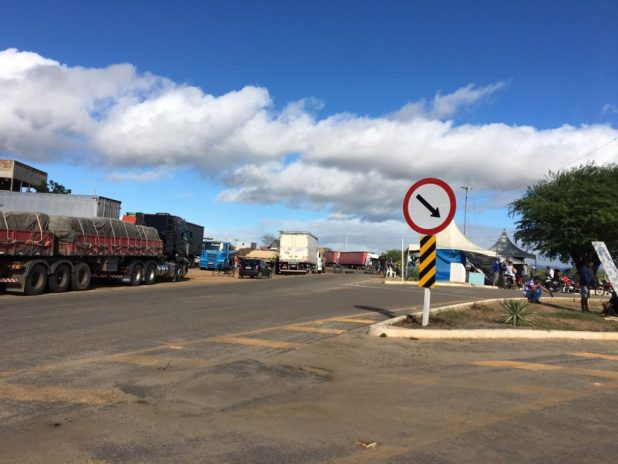 IMG-20180530-WA0100-1024x768 Em Monteiro: Caminhoneiros entram no 10º dia de paralisação contra alta de combustível