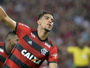 flamengo-lucas-paqueta-comemora-gol-inter-celso-pupo-fotoarena-950x715-300x226 Flamengo vence o Internacional com golaços e segue na liderança do Brasileirão