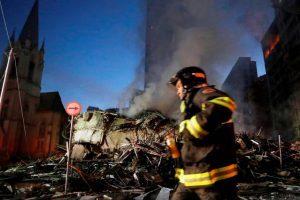 incendio-sp-300x200-300x200 Prédio de 24 andares desaba em incêndio