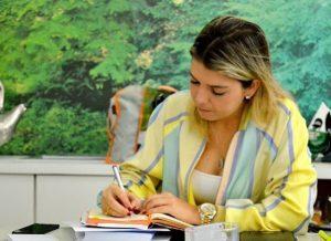lorena_despacho-1-300x218-300x218 Prefeita de Monteiro sanciona Lei que assegura recursos para Clube de Mães, Centro de Idosos e Deficientes Físicos