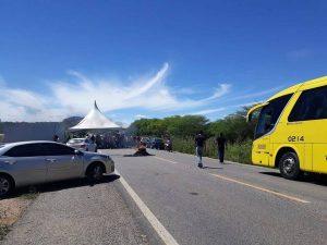 protesto-em-sumé-foto-cariri-em-açao-600x450-300x225 Protesto em Sumé proíbe a passagem de ônibus e prejudica população da região; caririzeiros pedem providência à PRF