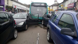 reino-unido-300x169 Acidente envolve mais de 20 carros e ônibus