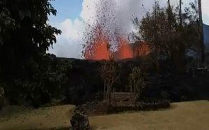 vulcao-4-300x188-300x188 Havaiano registra erupção de vulcão ao lado de casa