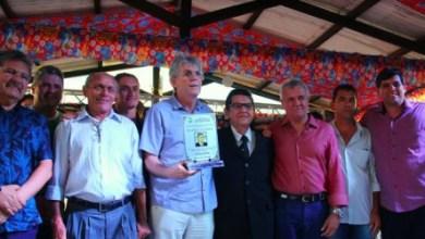 Ricardo libera recursos do empreender e recebe titulo de cidadão em Cabaceiras 1