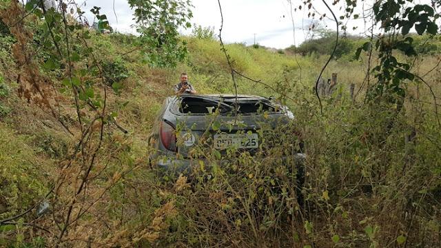 20180728_074655 Motorista perde controle da direção e veículo capota em Monteiro