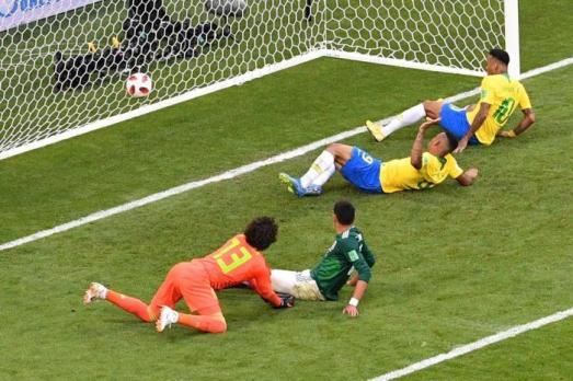 24456845 Brasil vence México e avança às quartas de final da Copa