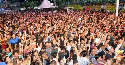 Gusttavo-Lima-e-Nanara-1-780x405 Organização do  São João de Monteiro recebe voto de aplausos da Câmara Municipal.