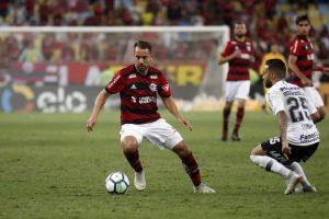 ea8aadb8ab33ac625d6e88bc5f7ac31f-300x200 Corinthians segura 0 a 0 com o Flamengo e deixa decisão para SP