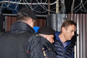 Alexei Navalny é detido logo após deixar prisão 5