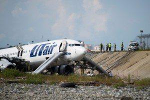 utair-300x200 Avião pega fogo ao pousar em Sochi e deixa feridos
